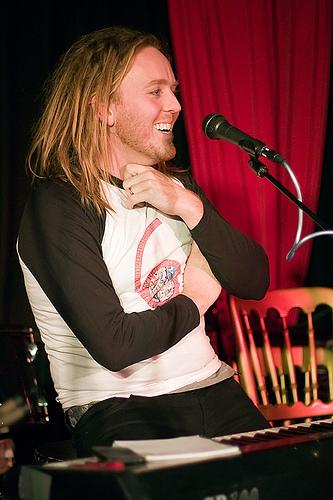 Tim Minchin laughs - AEOSK (VII)
